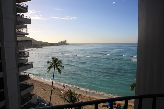 Outrigger Waikiki Beach Resort : The view from our room, Deluxe Ocean View category