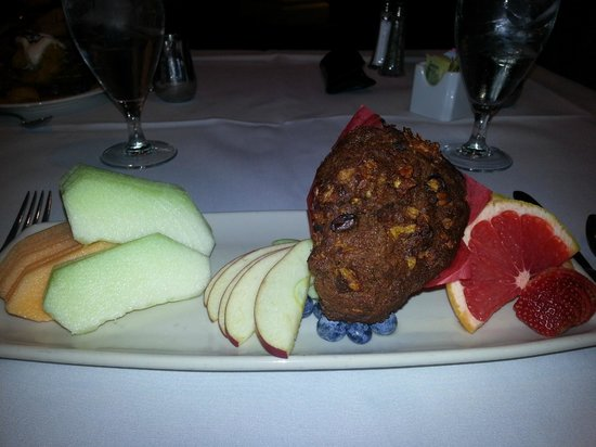Omni La Mansion del Rio: I enjoyed the fruit and muffin plate.