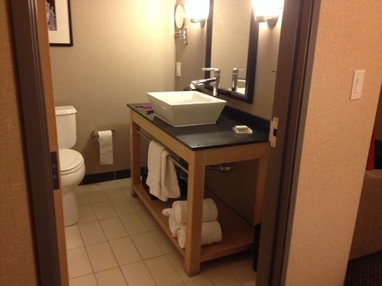 Cambria Hotel & Suites Rapid City: Love the bathroom.