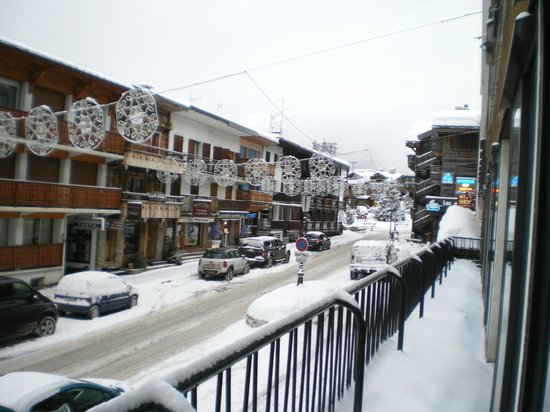 Hotel Anemones : view over road into village centre