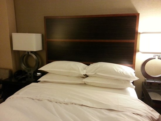 Sheraton New York Times Square Hotel : Bed