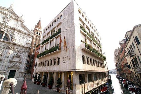 Bauer Hotel Facade