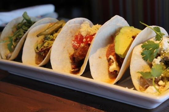 Flying Iguana Taqueria & Tequila Bar : tacos