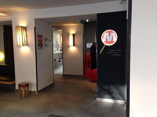MEININGER Hotel Berlin Mitte Humboldthaus: Lobby