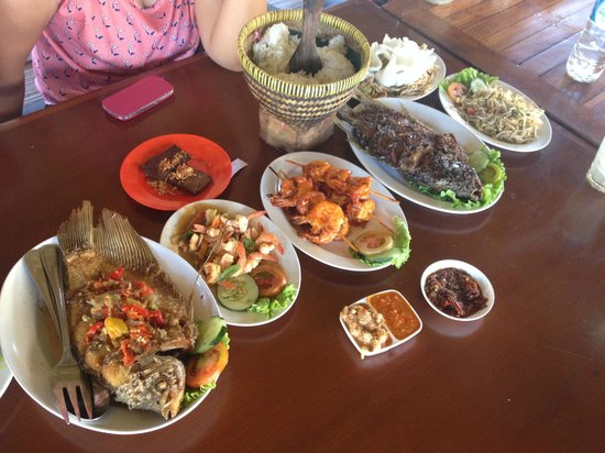 Bale Udang Mang Engking: Our spread!