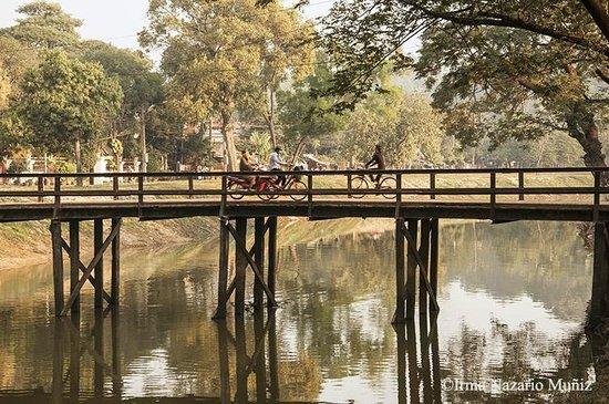 Bloom Garden Guesthouse Villa: Walking in Siem Reap