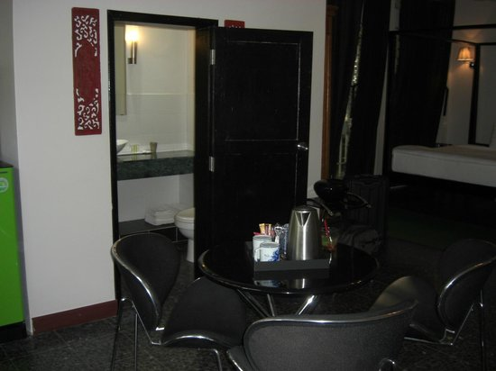 Circa 51: Small Bathroom
