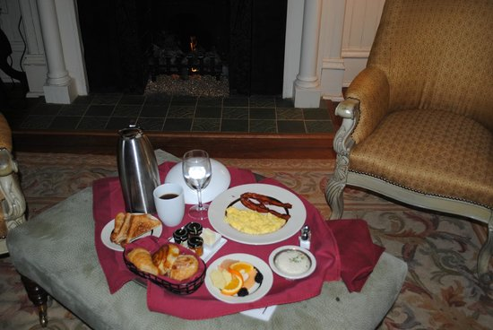Wentworth Mansion : Breakfast for a Queen in my room!