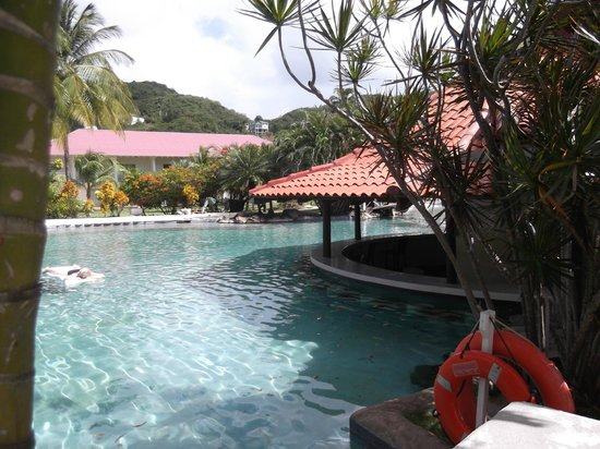 Radisson Grenada Beach Resort: Swim Up Bar