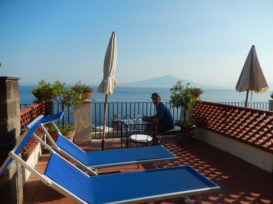 La Tonnarella: Early morning, views of Mt. Vesuvius