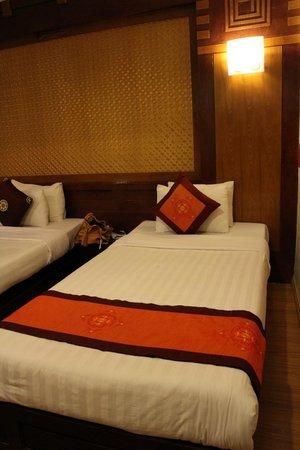 Aquarius Legend Hotel : Triple room