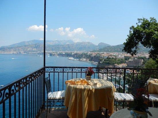 La Tonnarella: Breakfast Table in the Dining Room