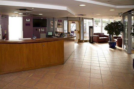 Premier Inn London Putney Bridge Hotel: Lobby