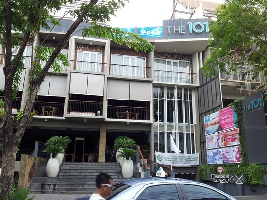 The ONE Legian : Facade of the hotel