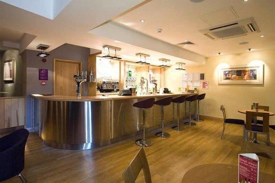 Premier Inn London Victoria Hotel : Bar