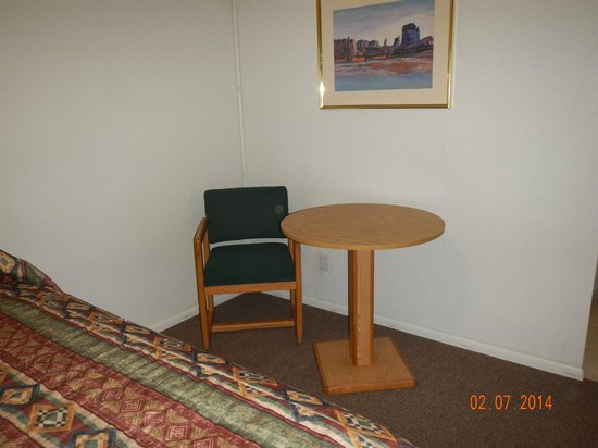 La Mesa Motel : only 1 chair in my room, but it is just me