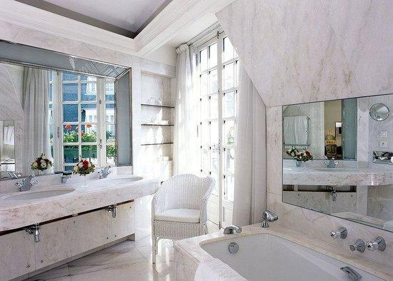 Le Bristol Paris: Bathroom