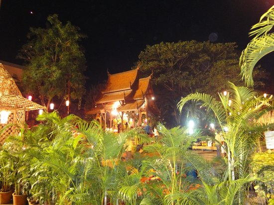 Chiang Mai Plaza Hotel: ホテル庭でのガラディナー