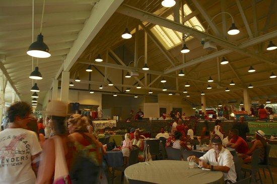 Hale'iwa Farmers' Market: 会場内