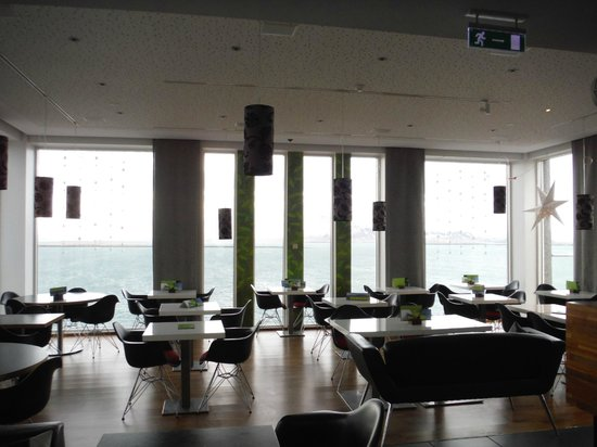 Centerhotel Arnarhvoll : Sky Lounge bar and breakfast area