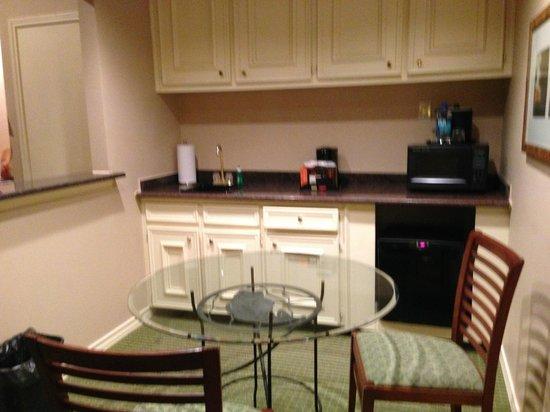 Horseshoe Bay Resort: kitchen area