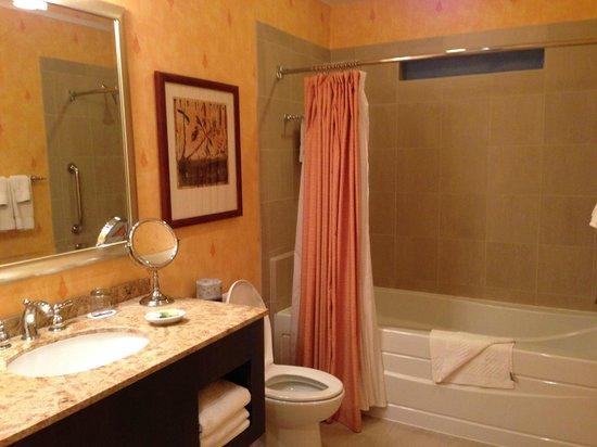 Horseshoe Bay Resort: bathroom