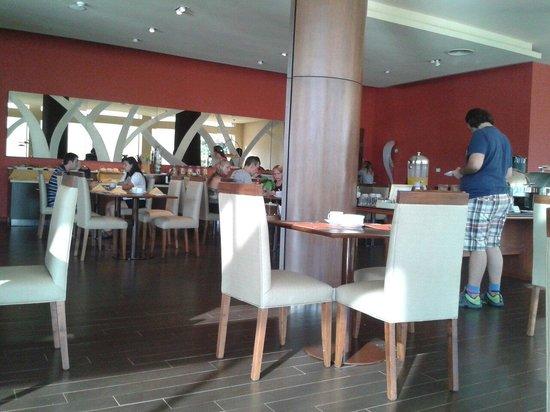 Grand Crucero Iguazu Hotel : Momenyo del desayuno!  Que ricoo