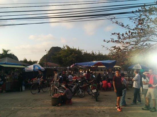 Hoa Lu - Tam Coc Day Tour: little market