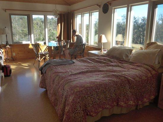 Volcano Inn: mauna kea room-large standard