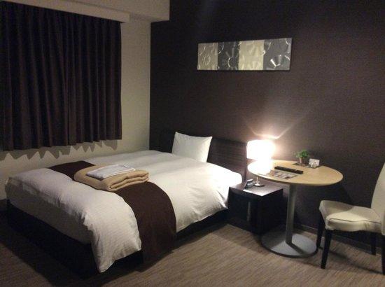 Privatestay Hotel Tachibana: 客室(ベッドの向かいは大画面テレビ)