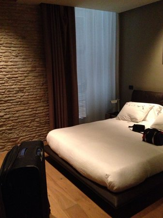 Campo Marzio Luxury Suites: Our bedroom, it has a view on the street