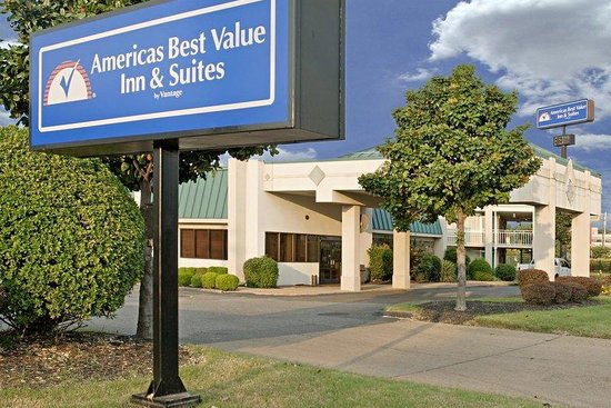 Americas Best Value Inn & Suites - Memphis / Graceland: Exterior With Sign