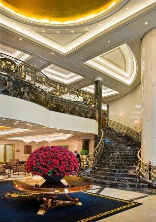 Breidenbacher Hof, a Capella Hotel: Downstairs Lobby Overall