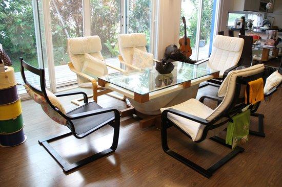 Solarhouse B&B: living room