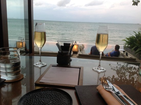 Four Seasons Resort Bali at Jimbaran Bay : Dining at Sundara