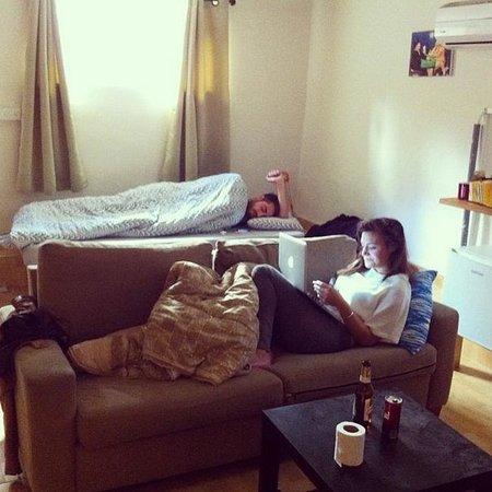Chef Hostel Tel Aviv Montefiore : Getting a slow start. A friend slept on the living room sofa.