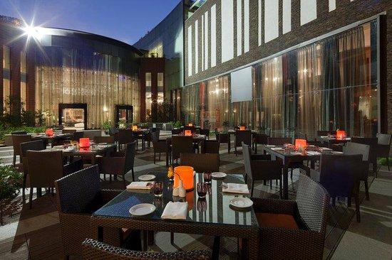 Crowne Plaza Bengaluru Electronics City: Courtyard