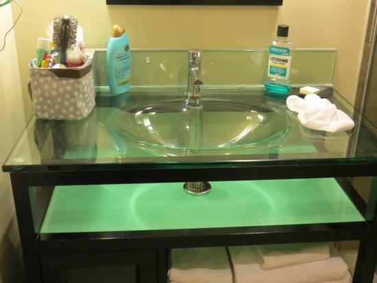 Sterling Inn & Spa: super sleek bathroom sink and counter top