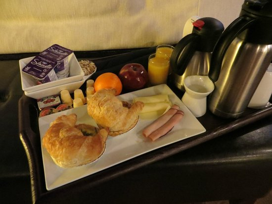 Sterling Inn & Spa: Fresh and delicious breakfast delivered to your room!