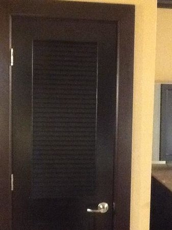 Wyndham Garden Oklahoma City Airport : closet with a real door and nice moulding in the room
