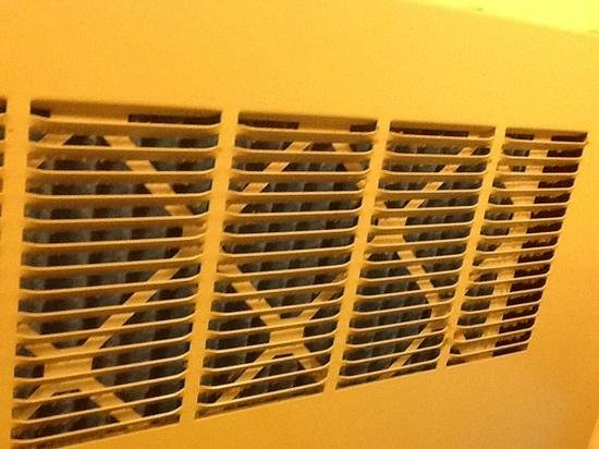 Wyndham Garden Oklahoma City Airport: vent itself was a little dusty but brand new, clean air filter