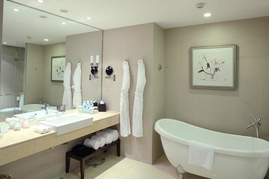 Holiday Inn Beijing Deshengmen: Executive Suite bathroom