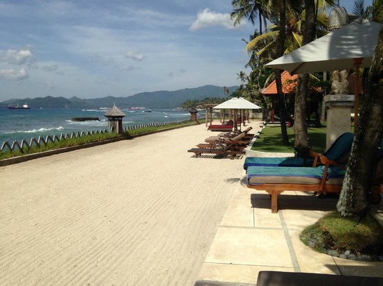 Rama Candidasa Resort & Spa : POOLSIDE FRONTING THE SEA