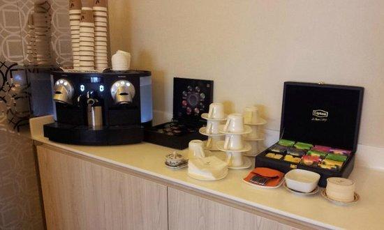 Village Hotel Katong by Far East Hospitality : Nesspresso coffee-machine@ executive lounge