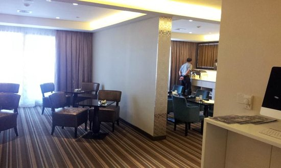 Village Hotel Katong by Far East Hospitality: Executive lounge for Club room