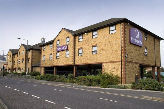 Premier Inn London Romford Central Hotel: Exterior