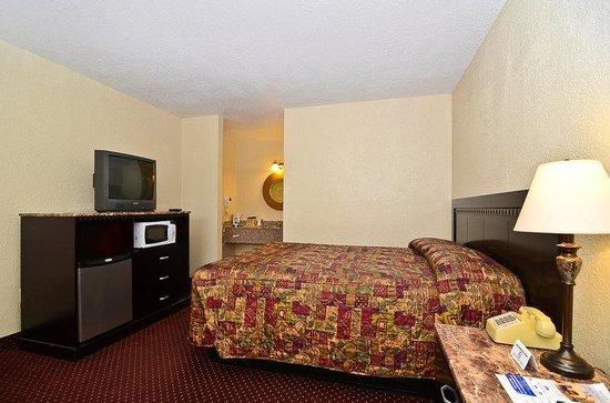 Americas Best Value Inn Refugio : Queen Bed Room