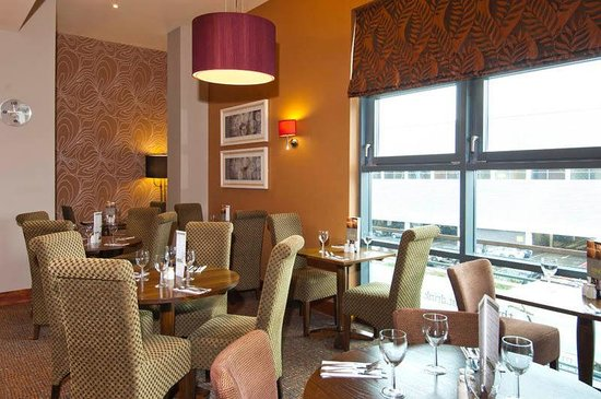 Premier Inn London Wimbledon South Hotel: Restaurant