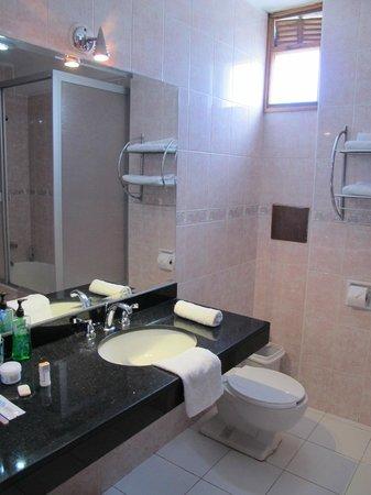 Qelqatani Hotel: Baño
