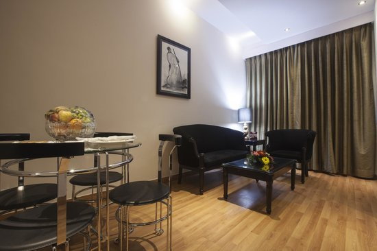 The Athena Hotel : Living room